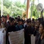 Ini Alasan Mahasiswa Sering Demo Bupati Busyro