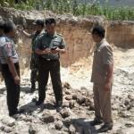 Warga Desa Bakeong Tewas Tertimbun Longsor 'Buatan'