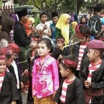 Mantap!! Sakera Cilik Ramaikan Karnaval Sumenep