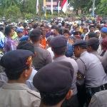 Ribuan warga saat unjuk rasa raskin Desa Guluk-Guluk di depan Gedung DPRD Sumenep (Dok/MaduraExpose.com)