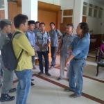 Dimintai Tolong Buruh, Sekda Sampang pilih 'Kabur'