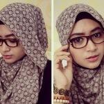 Trik Tampil Stylish dan Modis dengan Hijab Batik