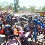 Salah satu insiden Kecelakaan maut yang terjadi di pintu Tol Suramadu, sisi Madura, Jawa Timur, Selasa siang, 23/9/2014. (Foto:Istimewa)