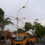 pemasangan PJU baru di Sampang mendapat sorotan dari berbagai kalangan (Dok/MaduraExpose.com)