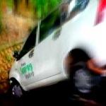 Mobil Avansa bergambar Muh Sahnan nyungsep di kali dekat perkampungan warga Karangduak, Kota Sumenep. (Istimewa)