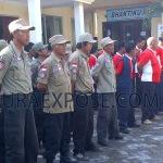 Tim relawan Tagana dan PMI saat mengikuti apel siaga bencana di halaman Dinsosnakertrans Sampang (Foto:M.Slamet/MaduraExpose.com)