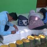 Sejumlah guru penerima sertifikasi saat mengisi blangko pernyataan di kantor Kemenag Sampang (Dok/MaduraExpose.com)