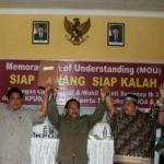 Calon bupati Sumenep 2010 saat deklarasi siap menang siap kalah (Istimewa)