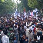 Ini Alasan Ribuan Massa Kepung Pemkab dan DPRD Sampang