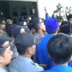 Mahasiswa Shalat Ghaib Untuk Presiden Jokowi
