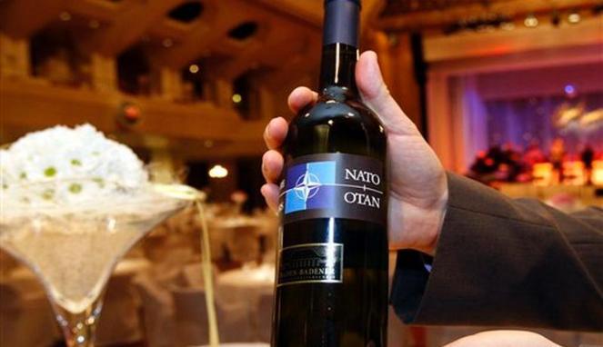 botol_arak_anggur__wine__merk_khusus_nato