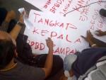 Aksi Unjuk Rasa di Madura, Berdemokrasi