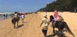 Serunya berkuda di pantai Lombang