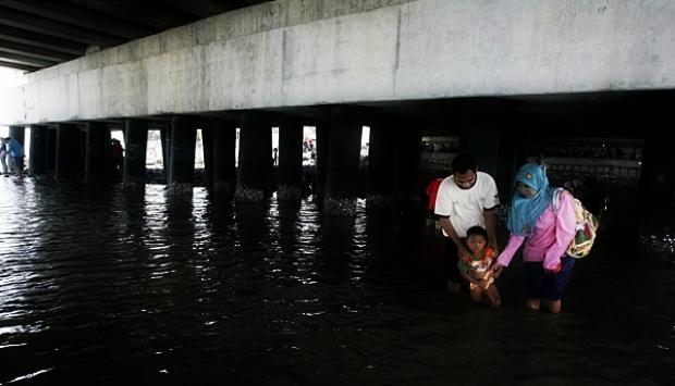 Wisata Murah Meriah Di Kolong Jembatan Suramadu