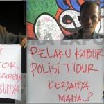 Poster Pendemo Polres: Tangan Toni Bukan Kocor