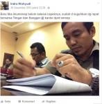 Nitizen Unggah Foto Anggota Dewan Sumenep Belah Duren di Facebook