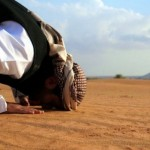 Astaghfirullah Dua Wanita Inggris Pipis di Depan Orang Shalat