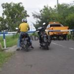Jalan Umum di kawasan Bandara Trunojoyo Ditutup paksa