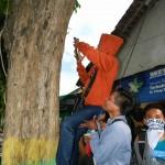 Hari Bumi, GPLHK Gelar Aksi Cabut Paku di Pepohonan