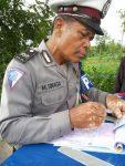 Aneh, Polisi PJR Pamekasan Bawa STNKB Pengendara Tanpa Surat Tilang