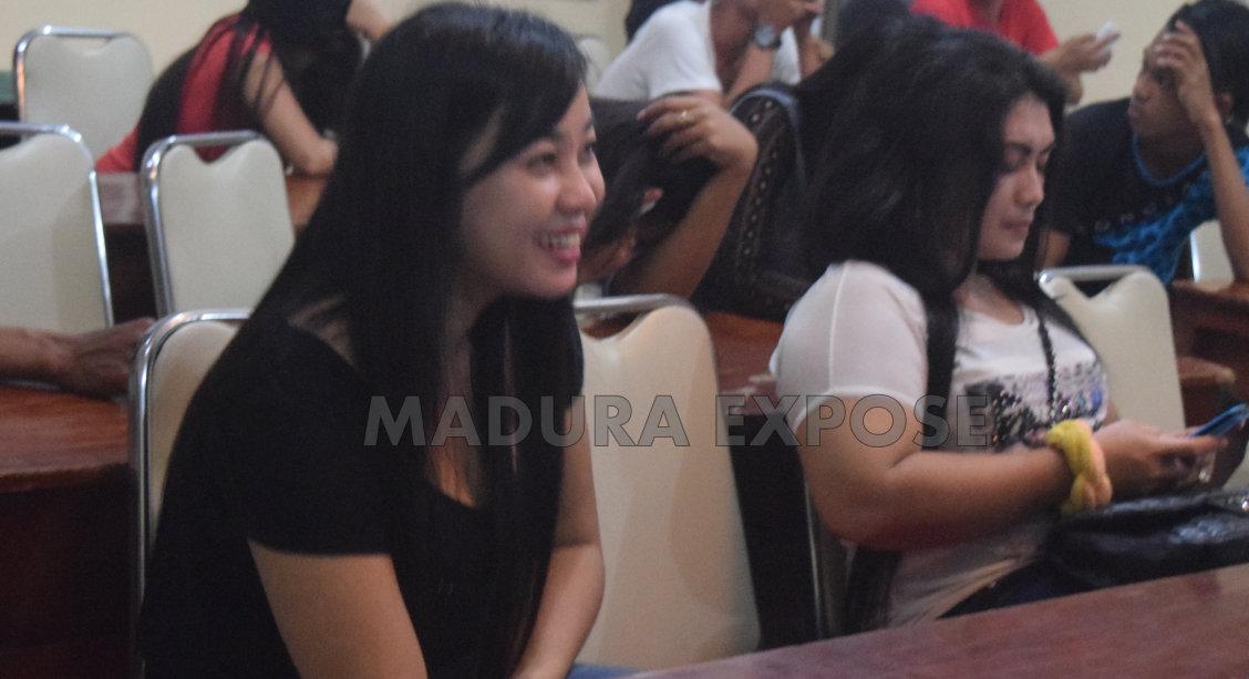 Inilah para pengunjung cafe yang terjaring razia anggota Polres Sumenep, Madura. Foto: Ferry Arbania/Maduraexpose.com