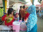 Ibu - Ibu Persit Kartika Chandra Kirana XLVI Kodim 0827 Sumenep Ramaikan Bazar