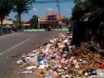Sampah Peninggalan Gus Wahid Mengganggu Warga Pangaran
