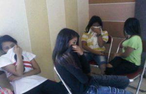 berduaan-di-kamar-kos-2-mahasiswa-dan-8-wanita-diamankan-satpol-pp