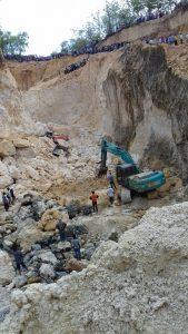 Tragedi maut galian C di lereng bukit Eleng, yang menewaskann tiga warga Sampang, Madura, Jawa Timur. [Foto:MaduraExpose.com]