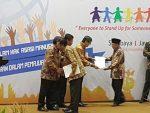 Bupati Sumenep Terima Penghargaan Kabupaten/Kota peduli HAM