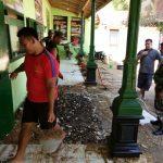Rehab Kantor Koramil 0827/04 Bluto Dibantu Warga