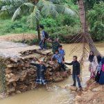 Jembatan Penghubung Desa Duko Ambruk, Aktivis: Telusuri Sumber Dananya!!