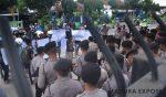 Sekelompok Pemuda Demo Disdik Didepan Gedung DPRD Sumenep