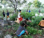 Jelang Puasa,Babinsa Koramil 0827/20 Sapudi Bersih-Bersih Pemakaman  Umum