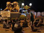 Bazar  Takjil  Digeser  Ke Giling, Taman  Kota Mirip  Kuburan