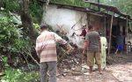 Ratusan Korban Puting Beliung di Sampang Gigit Jari