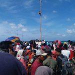 Antrian Panjang di Arus Balik Pulau Raas Sumenep