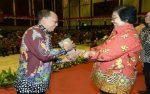 Bupati Sumenep Terima Langsung  Anugerah Adipura di Jakarta