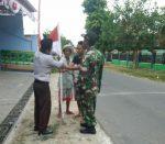 Babinsa Koramil 0827/07 Guluk-Guluk Sosialisasi Pengibaran Bendera