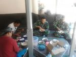 Serunya Makan Bersama Satgas TMMD Tarogan
