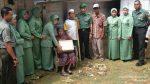Danramil Rubaru beserta Ibu Persit (KCK) dan Anggota Bagi-Bagi Sembako