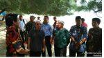 Babinsa Ramil Batang-Batang Kawal Yusuf Mansur di Pantai Lombang