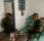 Peduli Kebersihan, Komsos Babinsa Ramil 0827/16 Gapura Ajak Warga