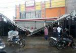 Toko Baju Terbesar dan Rumah Makan Elit di Sumenep Dihantam Angin Ektsrem