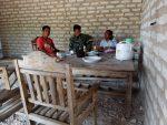 Jalin Tali Silaturahmi, Babinsa Batuputih Melaksanakan Komsos Dengan Warga